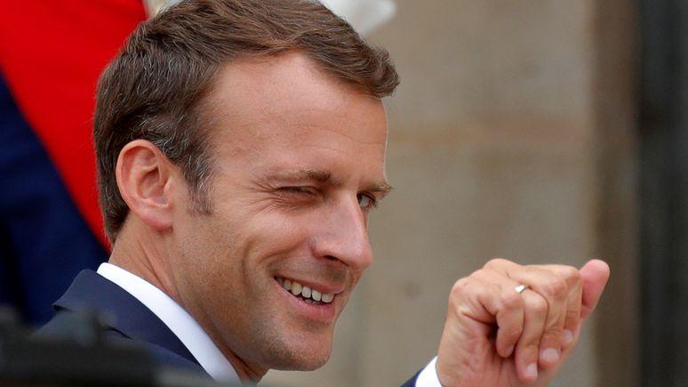 Libération: Макрон перенял манеру Трампа троллить в Twitter