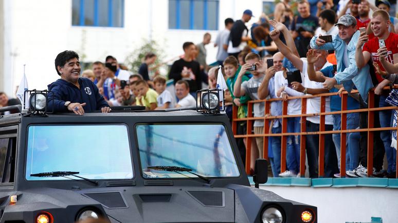 NZZ: футбольное чудо — Марадону в Белоруссии встречали почти как Папу Римского