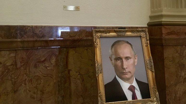 Hill: неизвестные поместили портрет Путина вместо портрета Трампа в Капитолии штата Колорадо