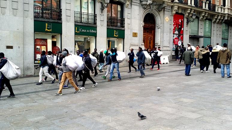 La Vanguardia: Испания бьёт тревогу из-за «неожиданного» массового прибытия мигрантов