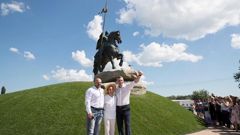 NewsOne: в Киеве открыли памятник «украинскому богатырю» Илье Муромцу