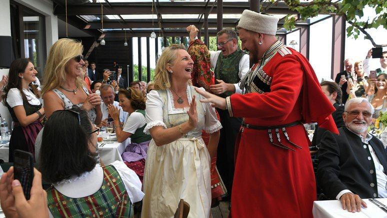 Salzburger Nachrichten: свадьба Кнайсль обошлась без политики, но не без танцев