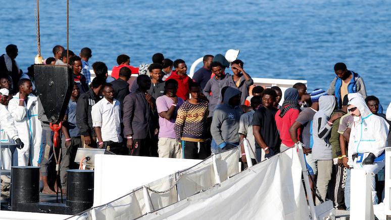 Independent: Италия угрожает вернуть на родину 177 мигрантов, если ЕС не предоставит стране помощь