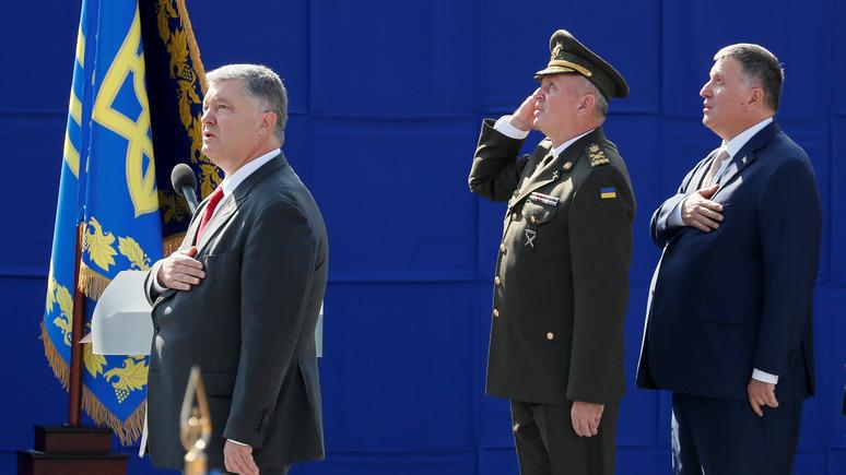 Украинские журналисты выяснили, почему во время выступлений Порошенко падают солдаты