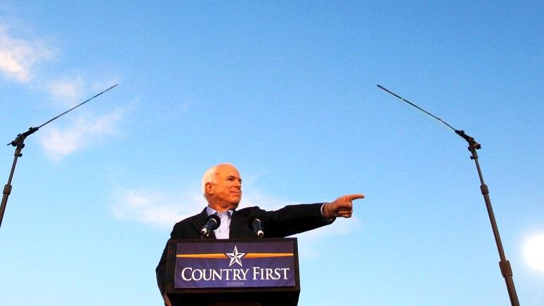AC: Маккейна запомнят как сторонника ненужных войн во имя «лидерства» США