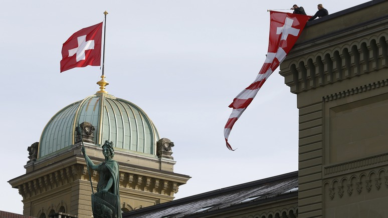 Blick: Швейцария хотела бы не пускать российских военных на порог, но не может