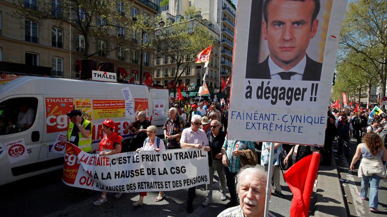 France Info: Макрон сравнялся по непопулярности с Олландом