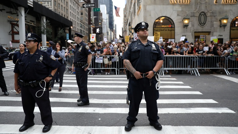 NY Daily News: впервые за 25 лет на выходных в Нью-Йорке ни в кого не стреляли