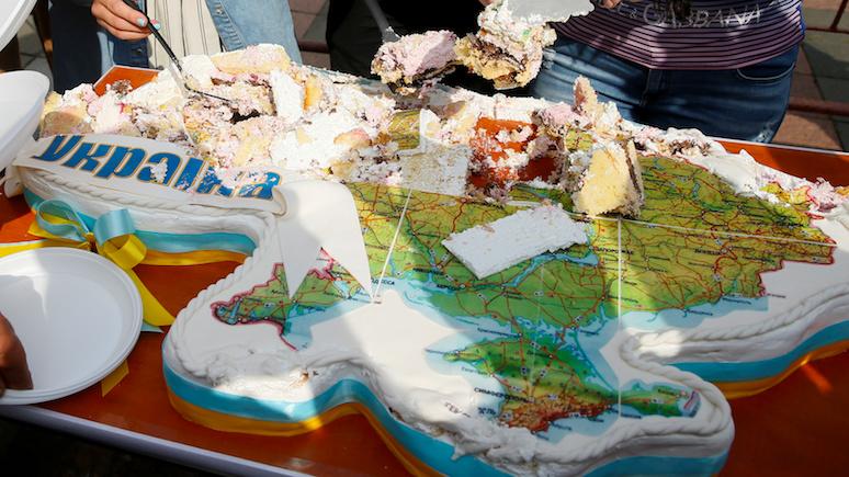 Польский историк: Россия будет резать Украину как торт — по кусочкам