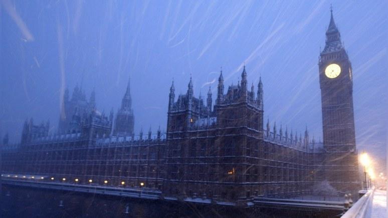 Times: политический хаос в Лондоне помогает Парижу переманивать британские компании