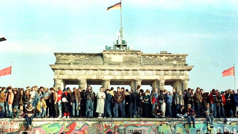 WSJ: спустя 30 лет после падения Берлинской стены мир потерял уверенность в либеральном будущем