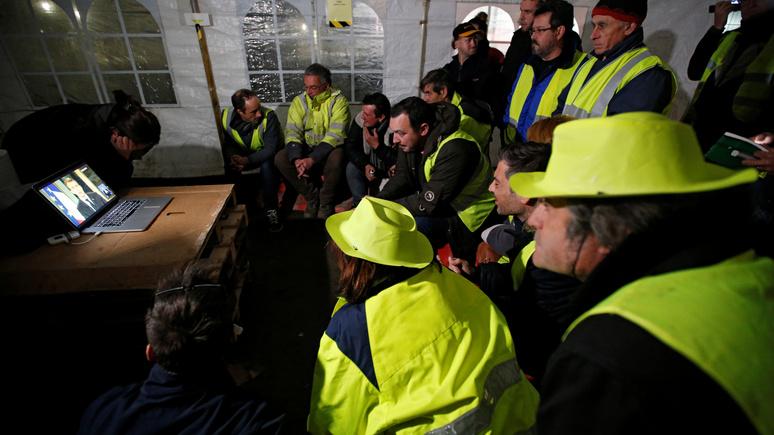 Le Figaro: после площадей «жёлтые жилеты» отправились на покорение интернета