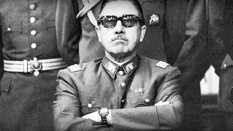 Libération: французская полиция потребовала от Google удалить фото Макрона в образе Пиночета