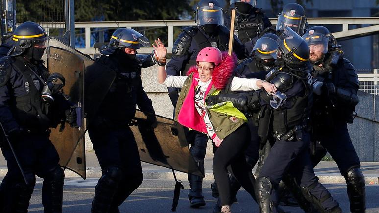 Le Figaro: пока полиция занята «жёлтыми жилетами», преступность на городских окраинах процветает