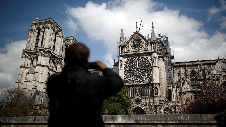 NYT: у Франции нашлись деньги на Нотр-Дам, но не на нужды озлобленного народа