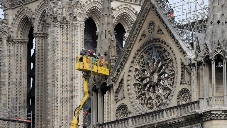 Le Monde: ради Нотр-Дама власти Франции решили обойти закон