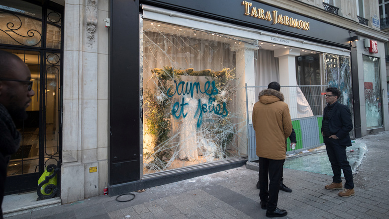 Le Figaro: полиция призывает парижских коммерсантов подготовиться к первомайским погромам