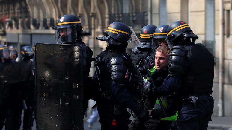 France Info: французские журналисты обвиняют полицейских в намеренной жестокости
