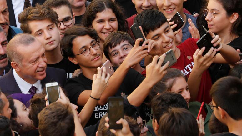 Figaro: Эрдоган намерен добиться открытия во Франции турецких школ