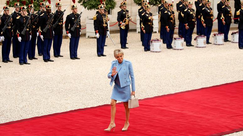 Gala: Саркози не оценил стиль Брижит Макрон — слишком короткие юбки