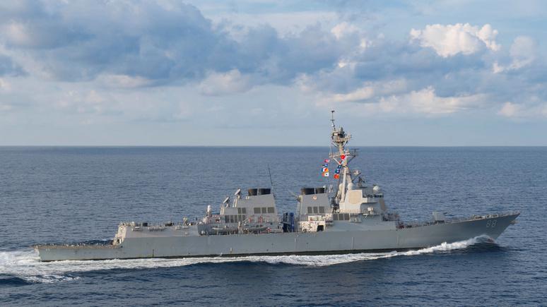 Guardian: у спорного рифа в Южно-Китайском море появился американский эсминец