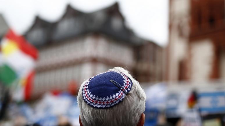 «Капитуляция перед антисемитизмом»: Израиль шокирован советом немецкого правительства не носить кипы в Германии