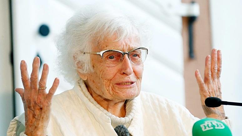 DW: 100-летняя немка одержала победу на выборах депутатов горсовета