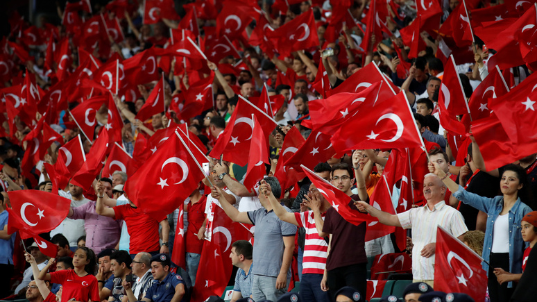 Le Figaro: во Франции возмущены свистом турецких фанатов во время «Марсельезы» и требуют от ФИФА принять меры