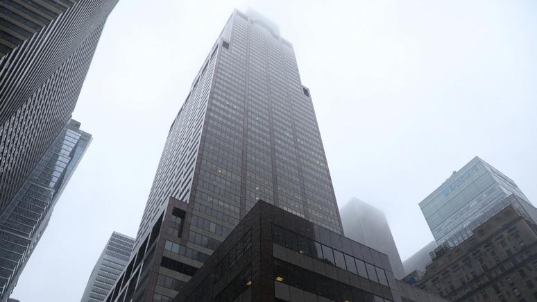 Fox News: в Нью-Йорке вертолёт врезался в здание — пилот погиб