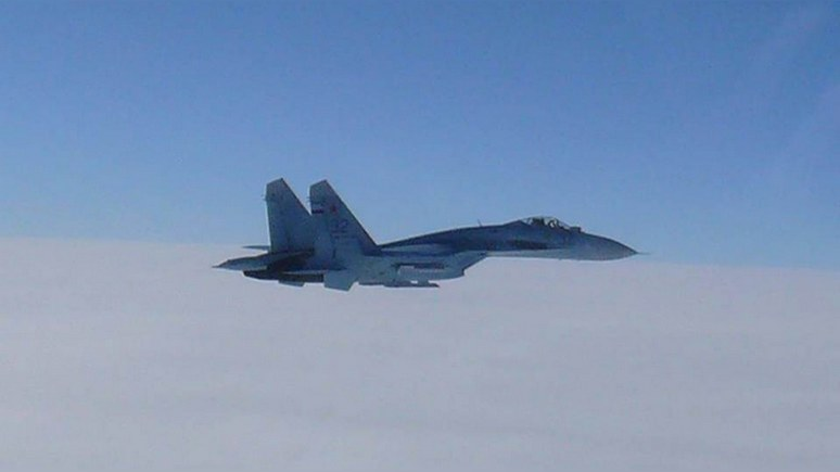Mirror: российский Су-27 перехватил шведа и американца над Балтикой