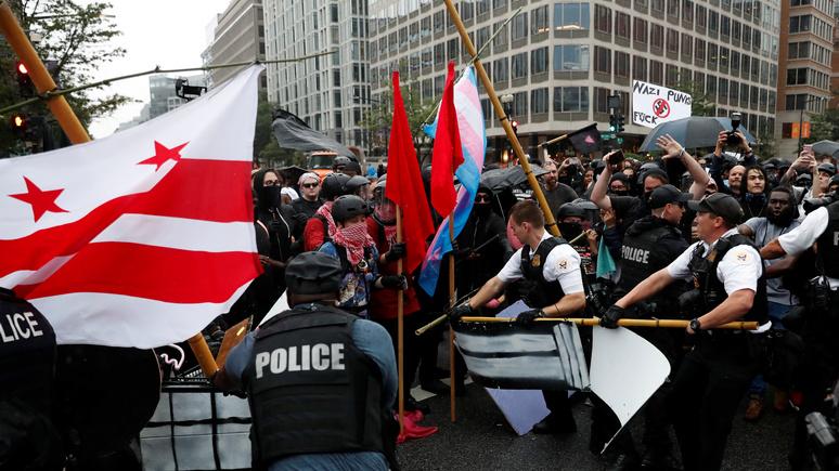 Newsweek: Трамп намерен объявить антифашистов террористической организацией