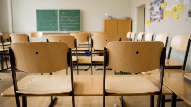 Bild: каждая вторая школа в Германии испытывает нехватку учителей