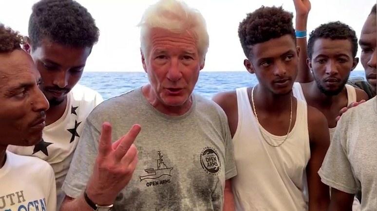 Guardian: «забирайте их с собой в Голливуд» — Сальвини ответил на заботу Гира о мигрантах
