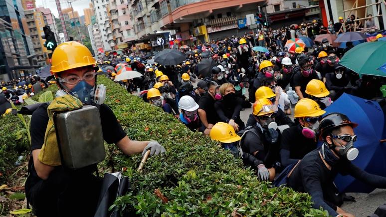 CNBC: Пекин припугнул Гонконг военной техникой у границ города