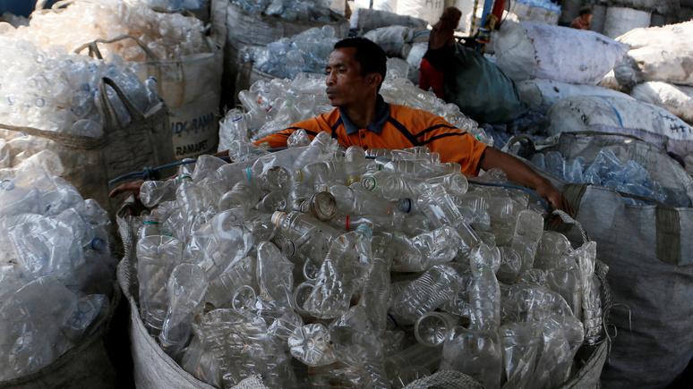 BuzzFeed: ВОЗ успокоила — микропластика в бутилированной воде всё больше, но он пока не опасен