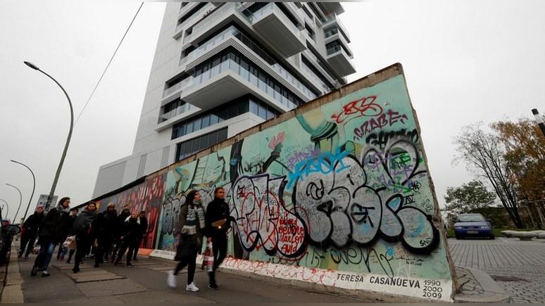Обозреватель NYTimes: падение Берлинской стены так и не сделало Германию по-настоящему единой