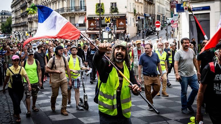 France Info: «Макрон не знает, что его ждёт!» — «жёлтые жилеты» ждут возрождения протестов