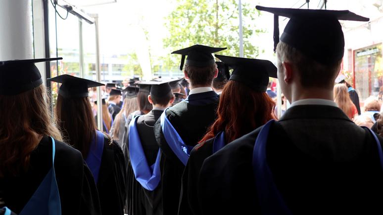 NYT: на лени американских студентов научились зарабатывать их коллеги из развивающихся стран