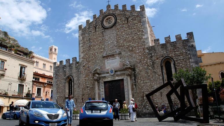 Times: «Отче наш» за парковку — итальянский священник придумал, как привлечь прихожан
