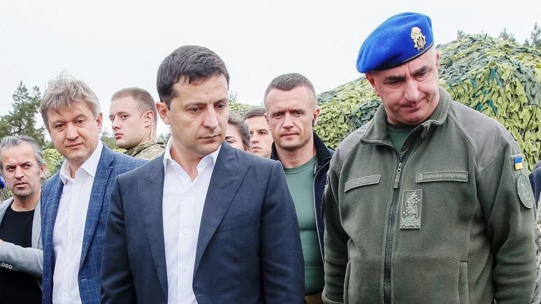 Обозреватель Bloomberg: переговоры по Донбассу грозят Зеленскому потерей власти