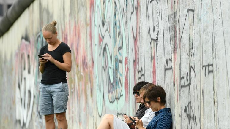 Das Erste: для русских падение Берлинской стены превратилось из триумфа «свободы» в унижение