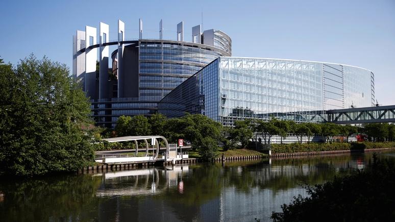 Guardian: журнал Европейского парламента оказался «полон пророссийского контента»