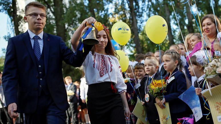 Корреспондент: почти половина украинцев за отказ от русского языка в школах