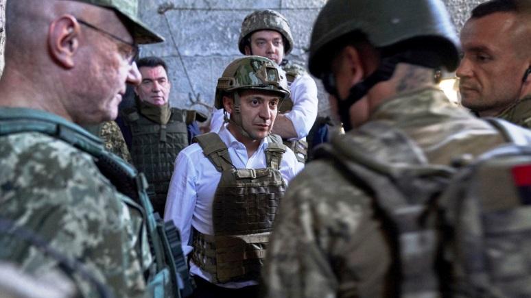Обозреватель Bloomberg: Путин даёт Зеленскому время убедить украинцев, что формула Штайнмайера не означает капитуляцию