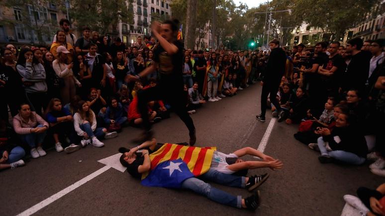 Global Times: гонконгские «двойные стандарты» аукнулись Западу протестами в Каталонии