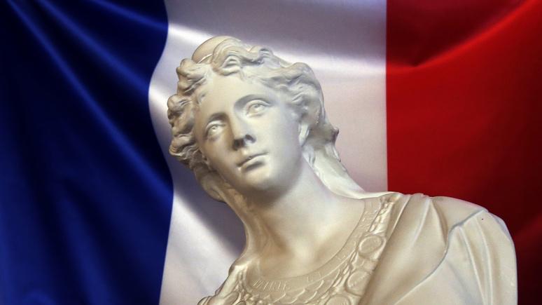 L'Obs: шерше ля фам — логотип парижской Олимпиады—2024 объединил медаль, огонь и Марианну