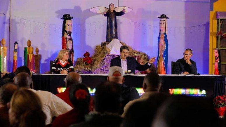 El Mundo: чтобы отвлечь венесуэльцев, Мадуро приблизил Рождество