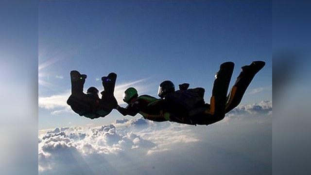 Российские парашютисты совершили рекордный прыжок