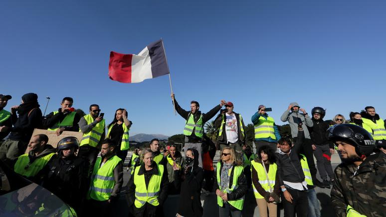 Le Figaro: за год существования «жёлтые жилеты» не утратили поддержки французов