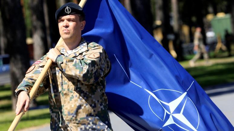 ERR: экс-главнокомандующий Эстонии назвал латвийских военных «слабым звеном»